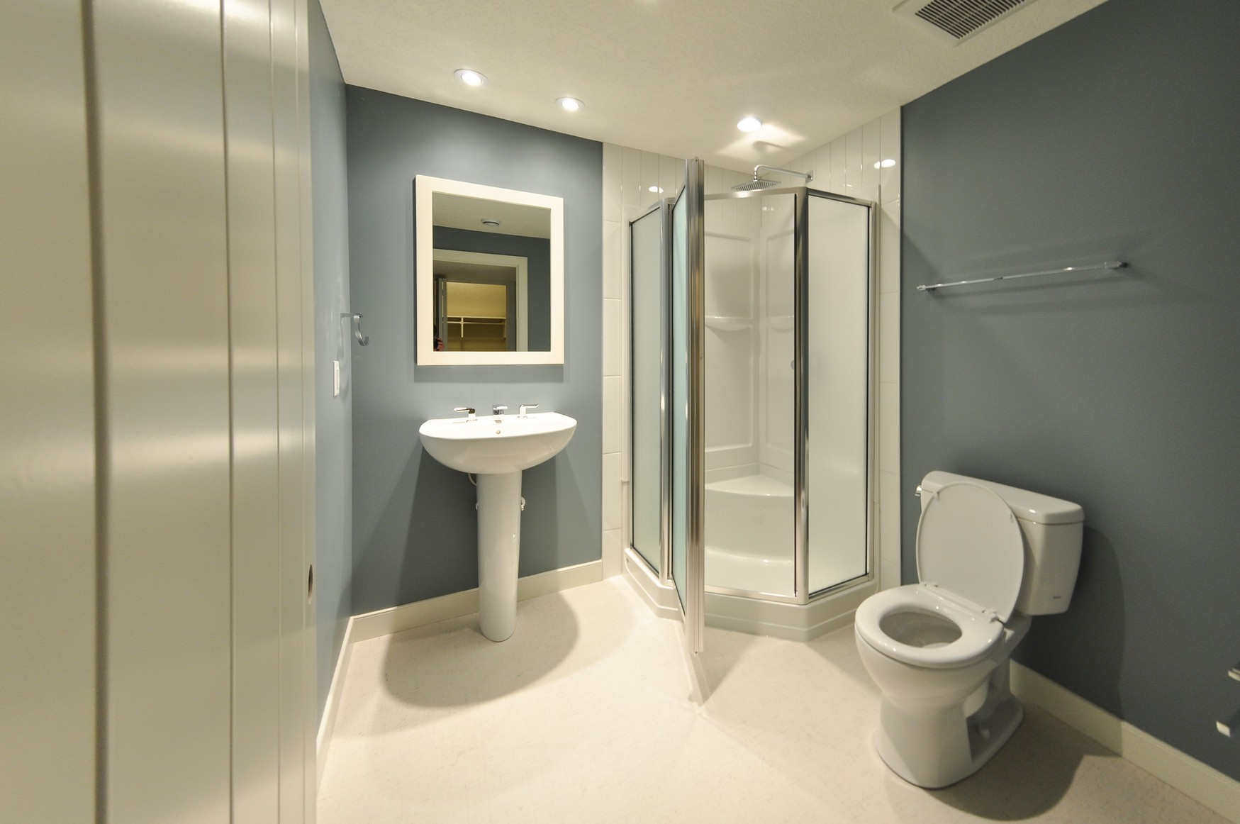 Thornecliffe after - Bathroom